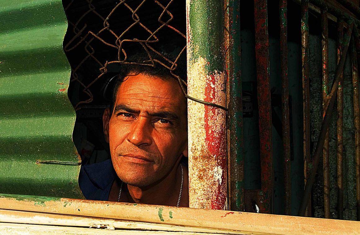 Portrait of a worker: Faces de Cuba