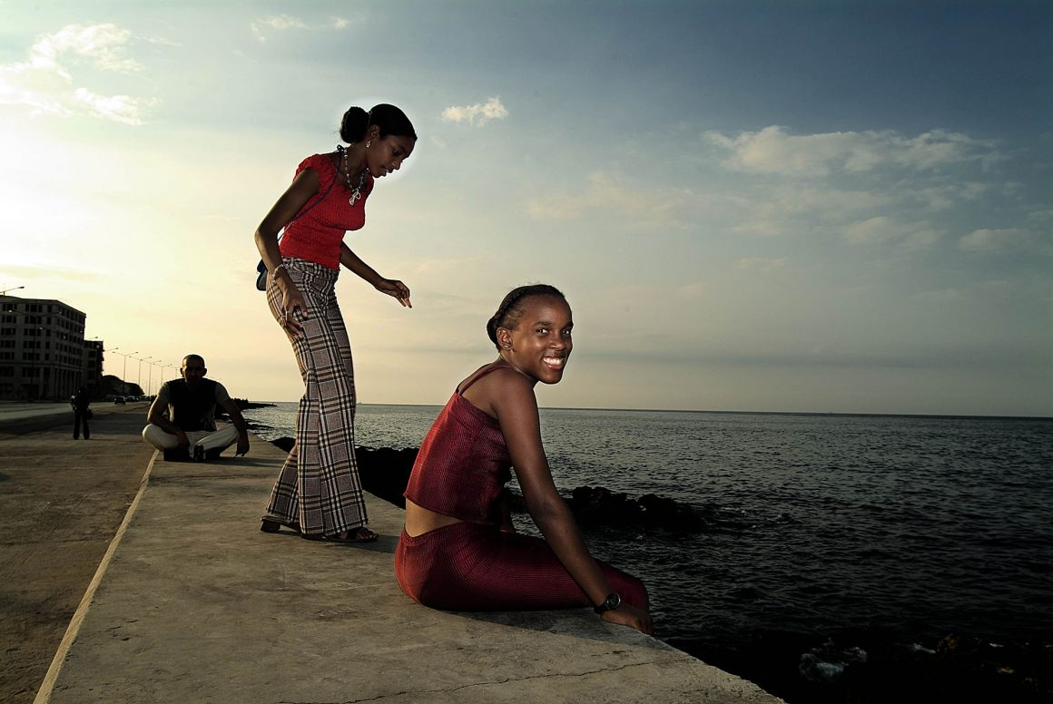 Teen in Malecon: Faces de Cuba