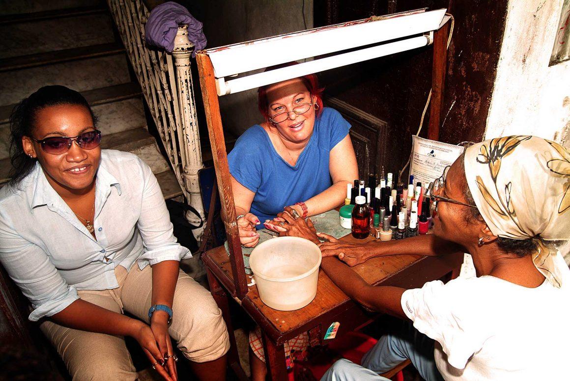 Nail polisher: Faces of Cuba